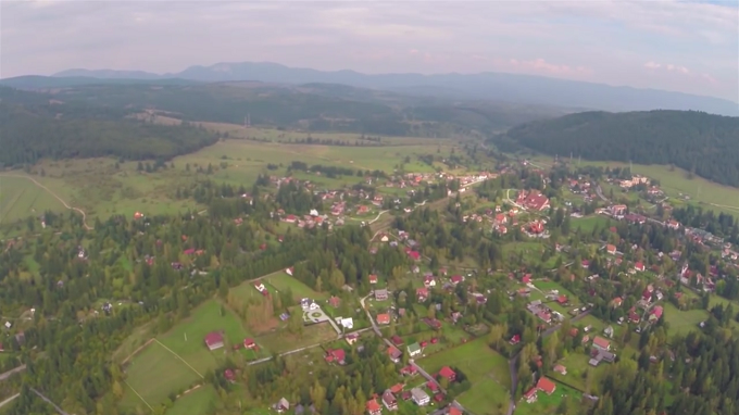 VIDEO Regizorul Corneliu Țepeluș dedică un film de prezentare a unei localități memoriei lui Ioan Gyuri Pascu. Despre ce localitate este vorba?